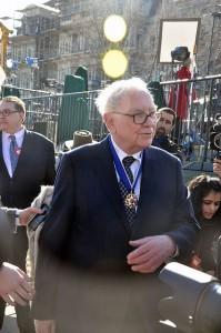 Warren Buffett image courtesy of flickr.com/photos/medilldc