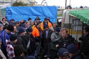 Warming news: AMWU Victorian Secretary Steve Dargavel tells striking FMP members they have total AMWU support. Image credit: AMWU