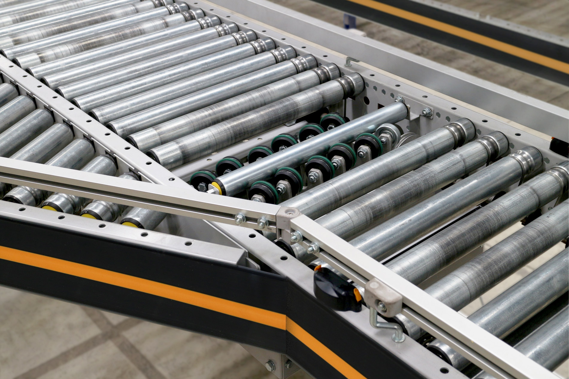 Dematic completes MCS range with new line-shaft conveyor
